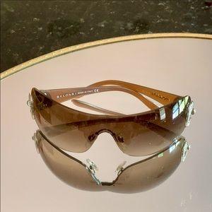 ✨😎Bvlgari Wrap Shield Sunglasses 😎